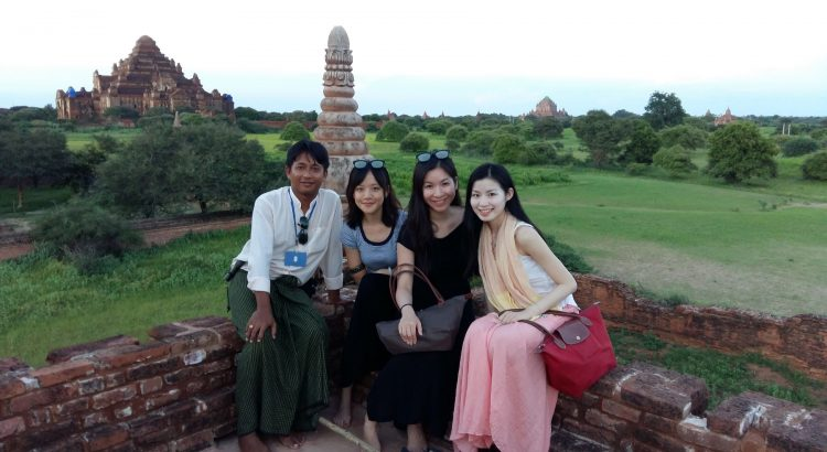 Bagan Tour Guide AUNG photo with ladies near Temples